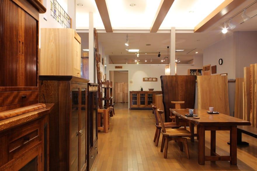 様々なタイプの家具を盛岡市内で展示